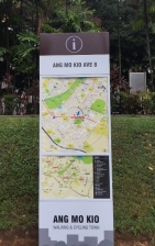 Easy-to-read maps on signboards
